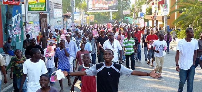 1393193347Haiti_election_day_Nov28_2010_666